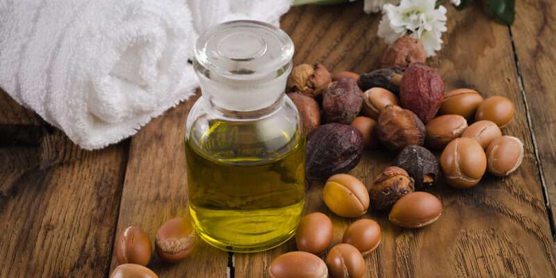 Argan-Oil-and-nuts-on-wooden-boards-with-towels-800×400
