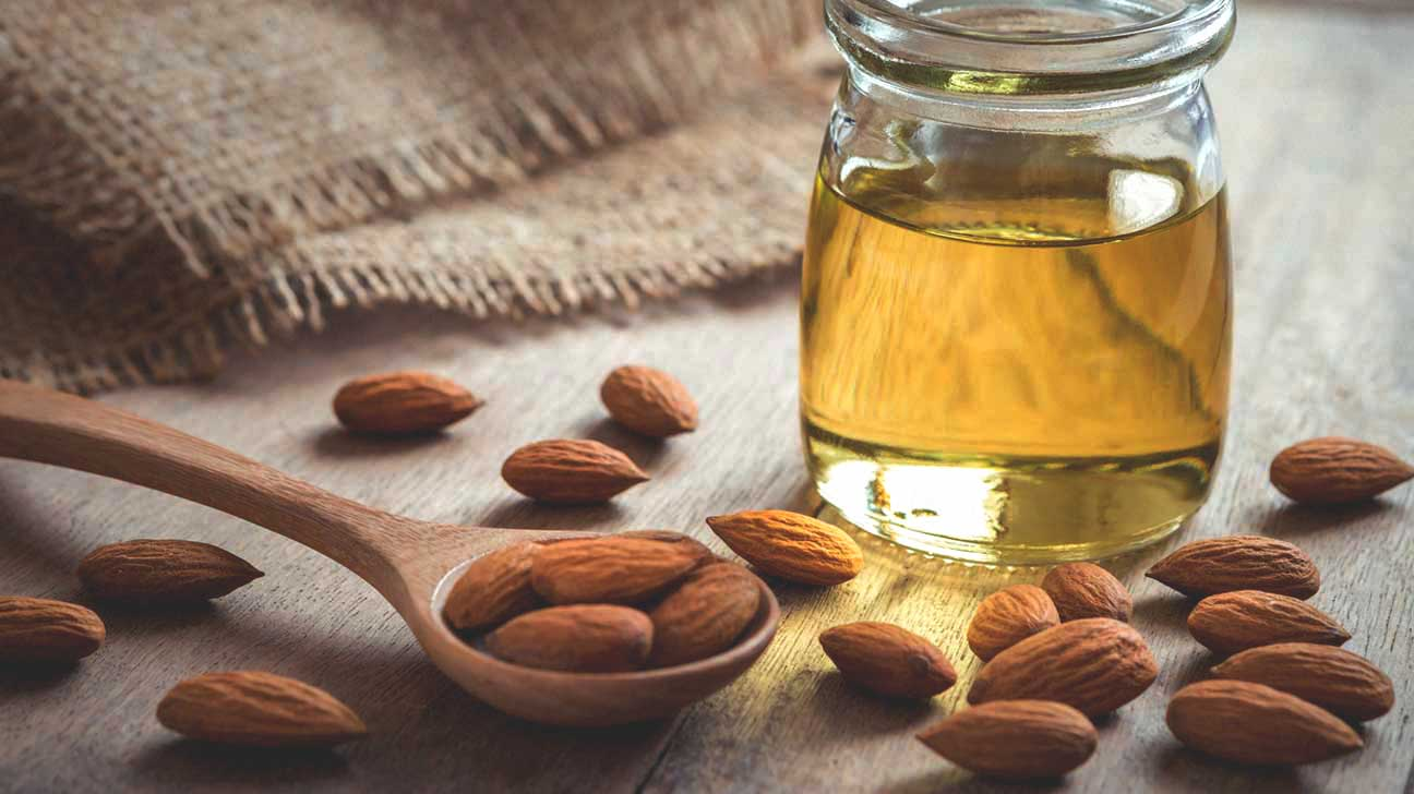almond-oil-and-almonds-1296×728